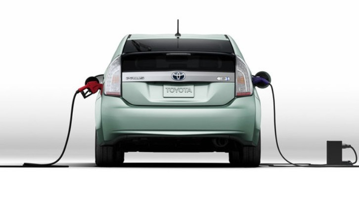 Toyota Prius Plug-In Tops EPA Top 10 Most Fuel-Efficient 2014 Vehicles