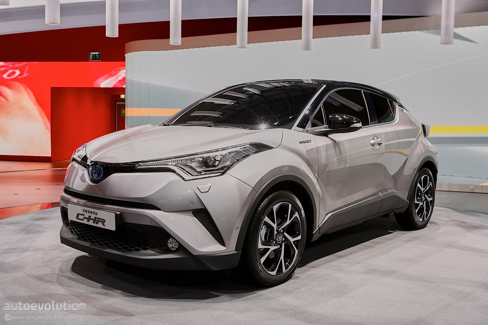 toyota puts its creative pants on for geneva with the c hr crossover autoevolution. Black Bedroom Furniture Sets. Home Design Ideas