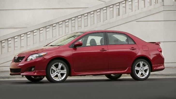 toyota will not recall old corollas for sudden. Black Bedroom Furniture Sets. Home Design Ideas
