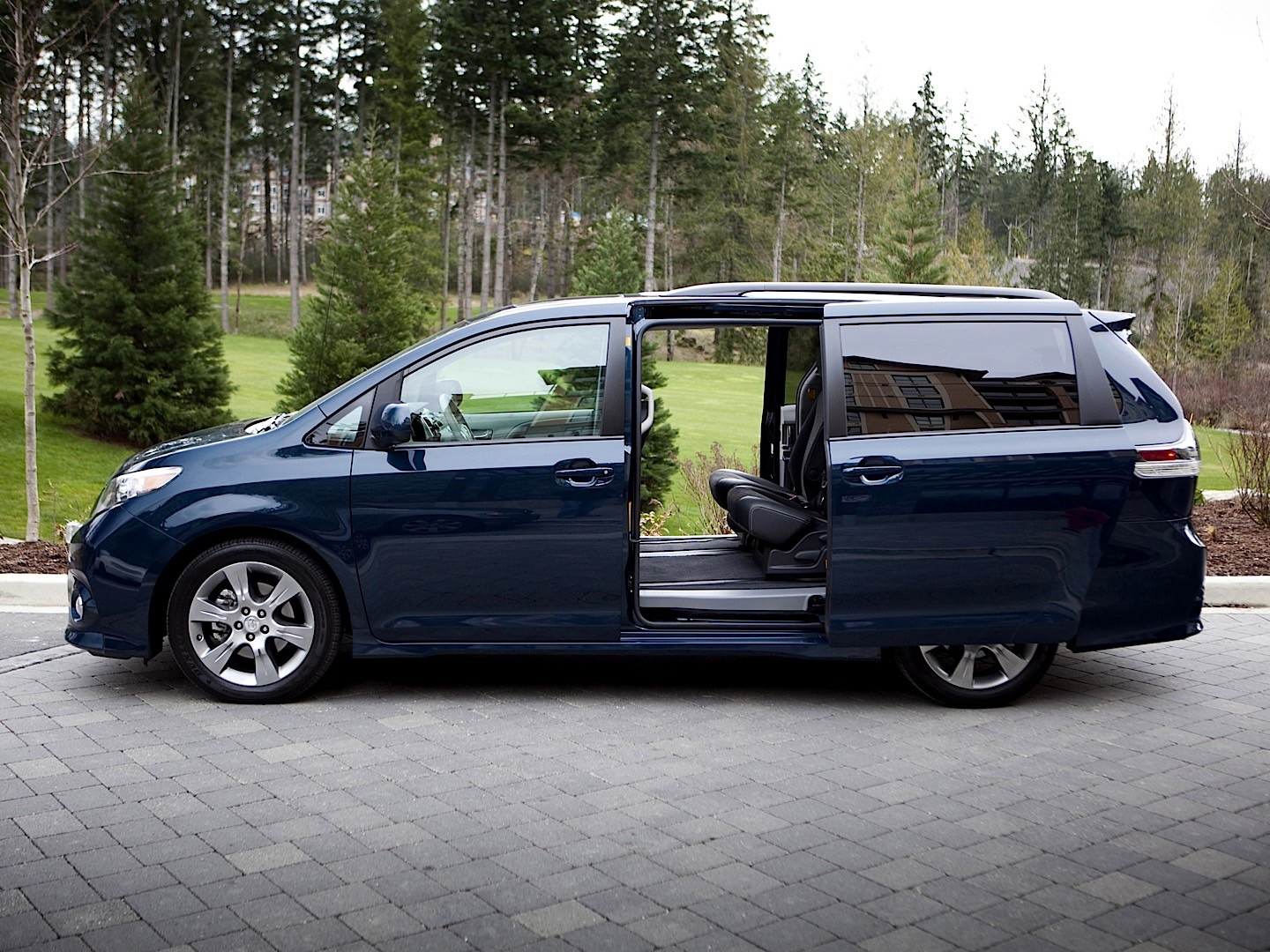 Creative Toyota Is Recalling Model Year 20112016 Toyota Sienna Minivans Because The Sliding Door Could Open While The Car Is In Motion, Putting Passengers At Risk Of Injury, Toyota Said In A Statement According To Toyota, If The Minivans