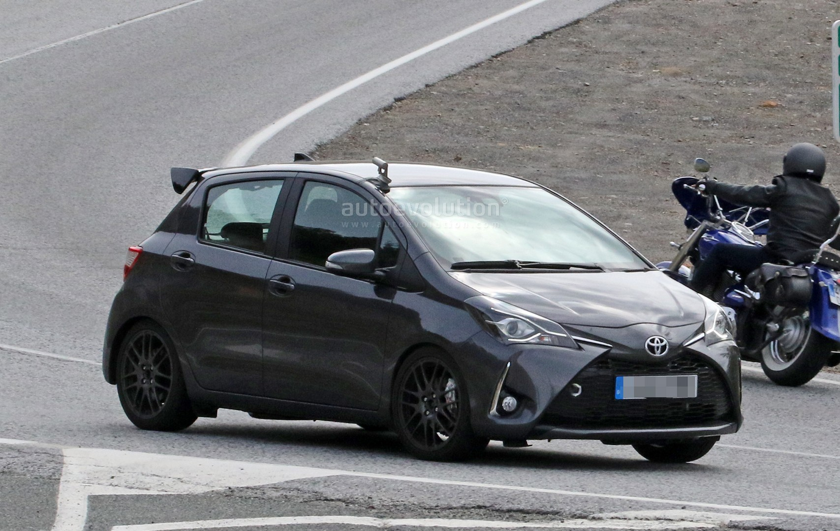 Toyota Yaris Grmn >> Toyota Yaris Grmn Spied For The First Time With 5 Door Body