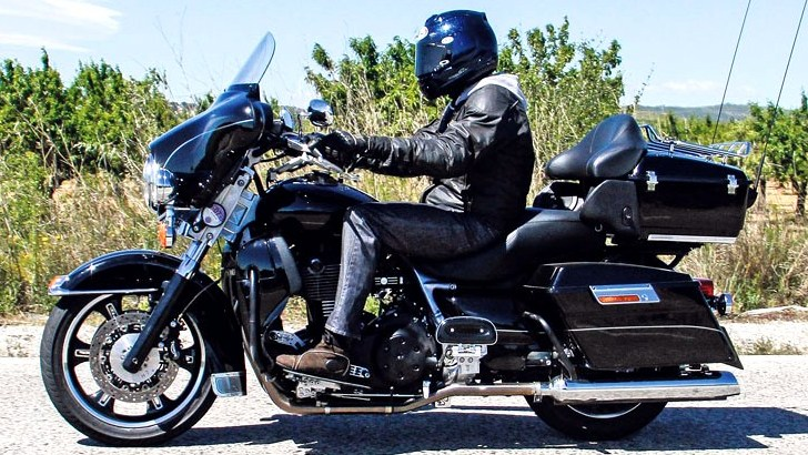 v star 1300 motorcycles with Triumph S New Cruisers With Harley Davidson Disguise 62973 on 2006 Yamaha Road Star Midnight Warrior Road Test as well 2008 Kawasaki Ninja 500r 2 2 likewise Photo 1 moreover Yamahas His N Hers Custom Cruisers moreover Triumph S New Cruisers With Harley Davidson Disguise 62973.