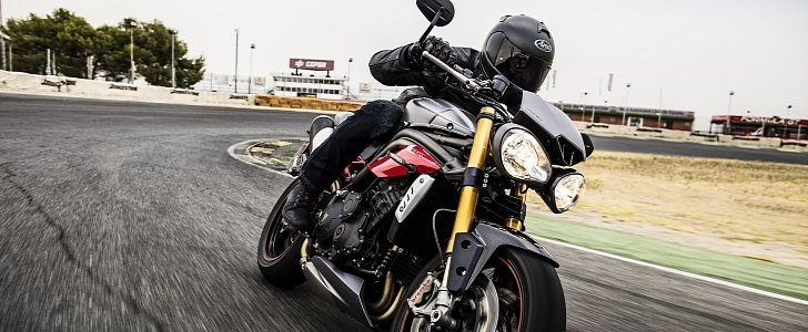 Triumph Shows the Speed Triple S and Speed Triple R