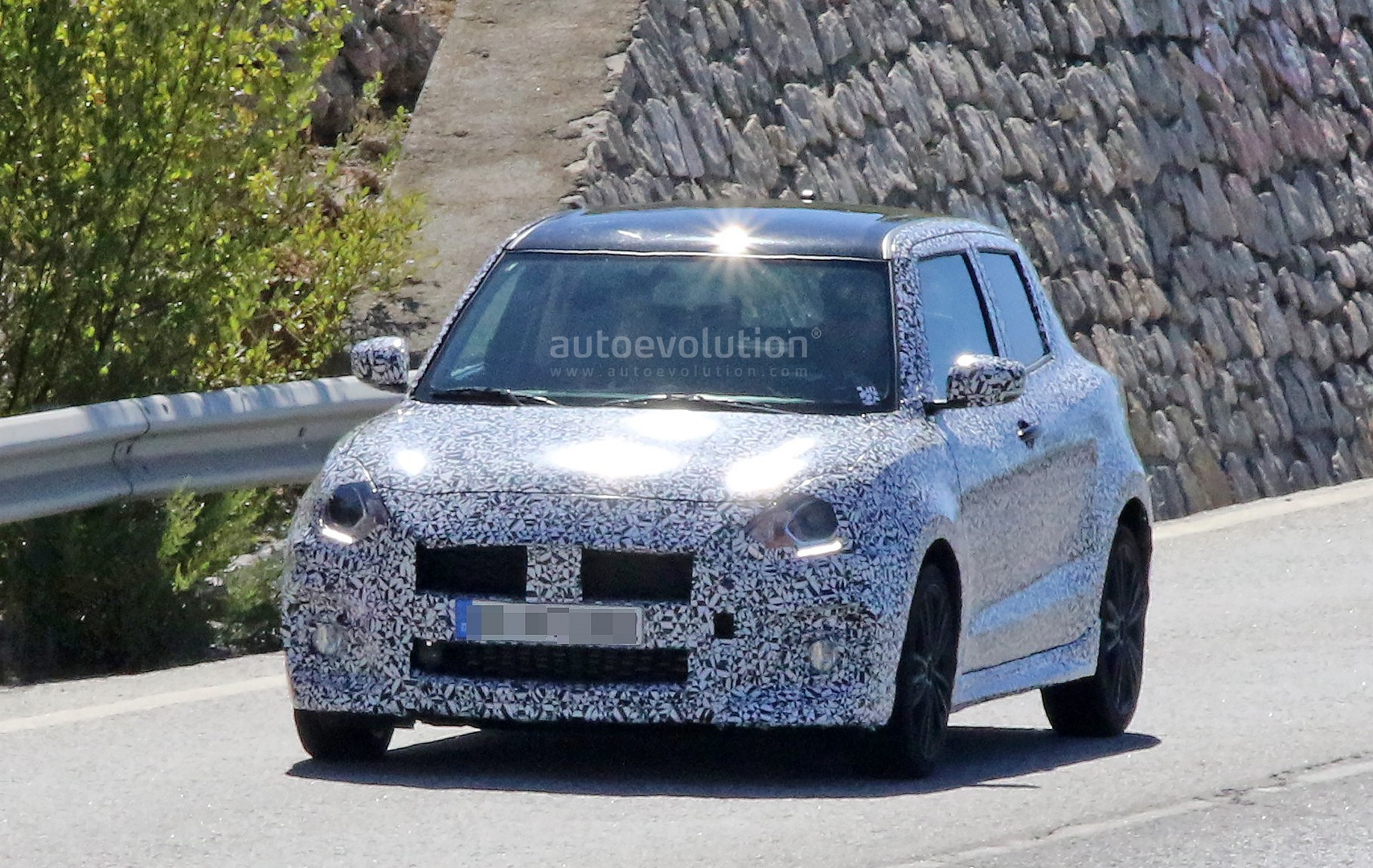 turbo 2017 suzuki swift sport makes spy photo debut autoevolution. Black Bedroom Furniture Sets. Home Design Ideas