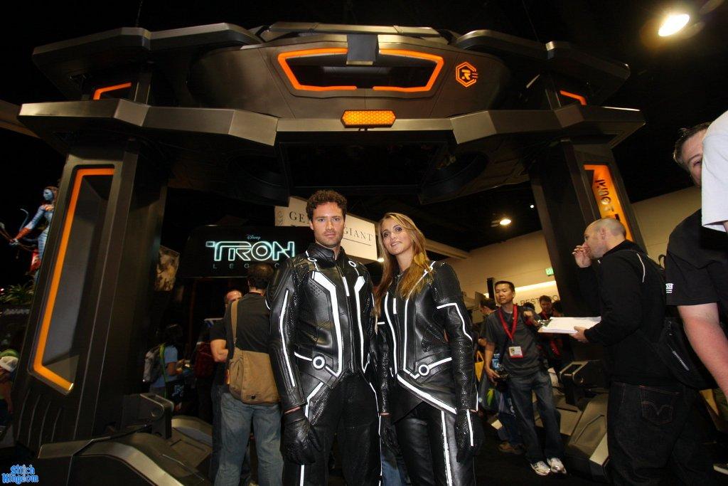 Tron riding suits at Comic-Con  sc 1 st  AutoEvolution & UD Replicas Debuts Tron Legacy Motorcycle Suits - autoevolution