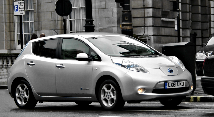 uk nissan leaf buyers will now pay 2 500 less. Black Bedroom Furniture Sets. Home Design Ideas
