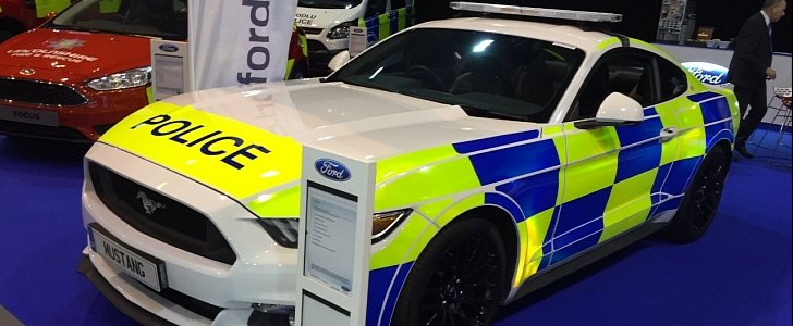 uk police assessing ford mustang gt fastback automatic. Black Bedroom Furniture Sets. Home Design Ideas