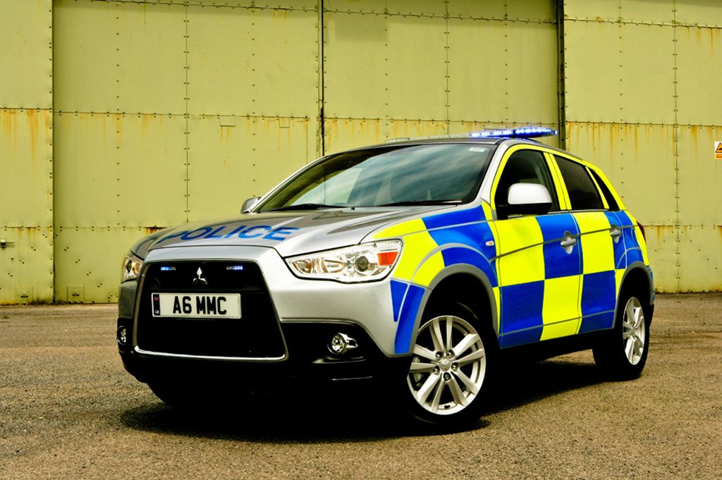 uk police receiving mitsubishi vehicles autoevolution. Black Bedroom Furniture Sets. Home Design Ideas