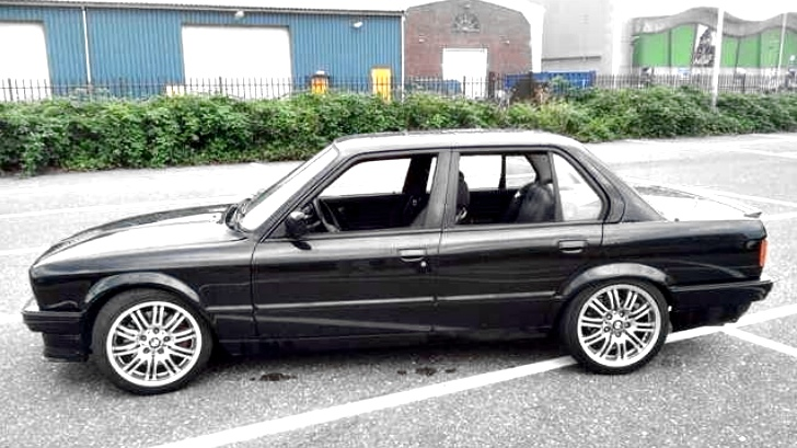 Ultimate Bmw Sleeper For Sale In The Netherlands E30 With 4 4 Liter V8 Autoevolution