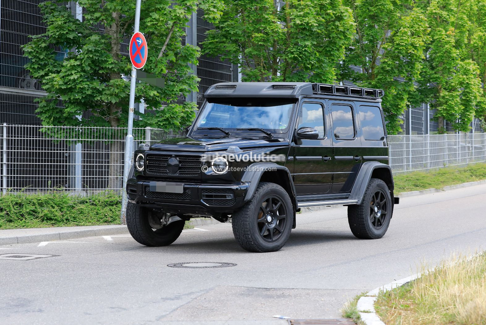 Undisguised 2022 Mercedes Benz G Class 4x4 Squared Has One Portal Axle Left Autoevolution