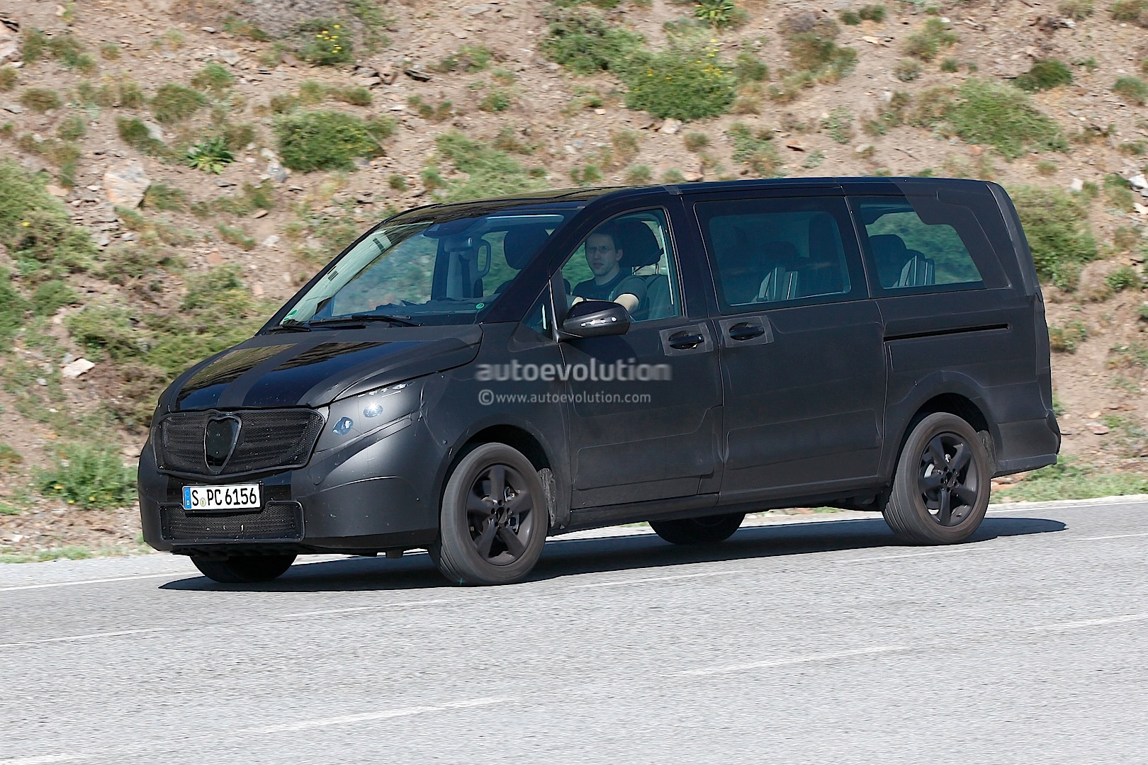 upcoming mercedes benz viano caught again testing autoevolution. Black Bedroom Furniture Sets. Home Design Ideas