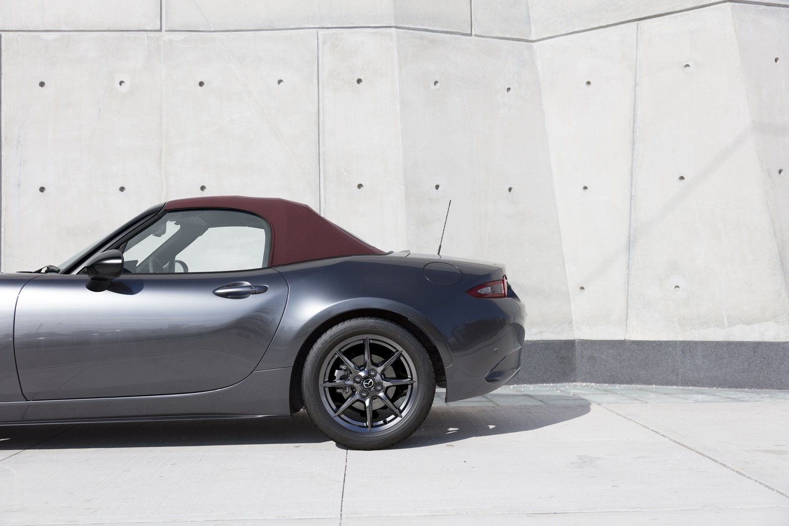 U S Spec 2018 Mazda Mx 5 Miata Gets Dark Cherry Top And