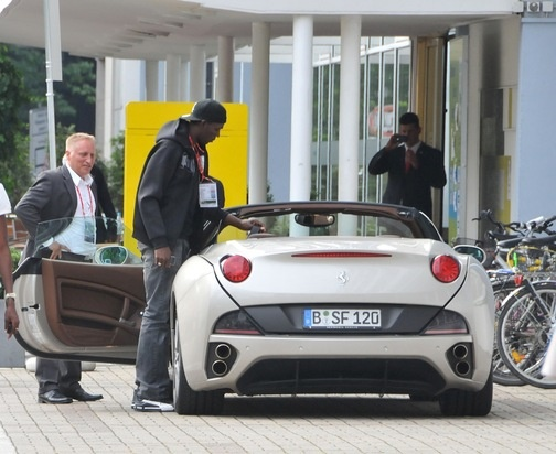 Usain Bolt Shops for a Ferrari California - autoevolution