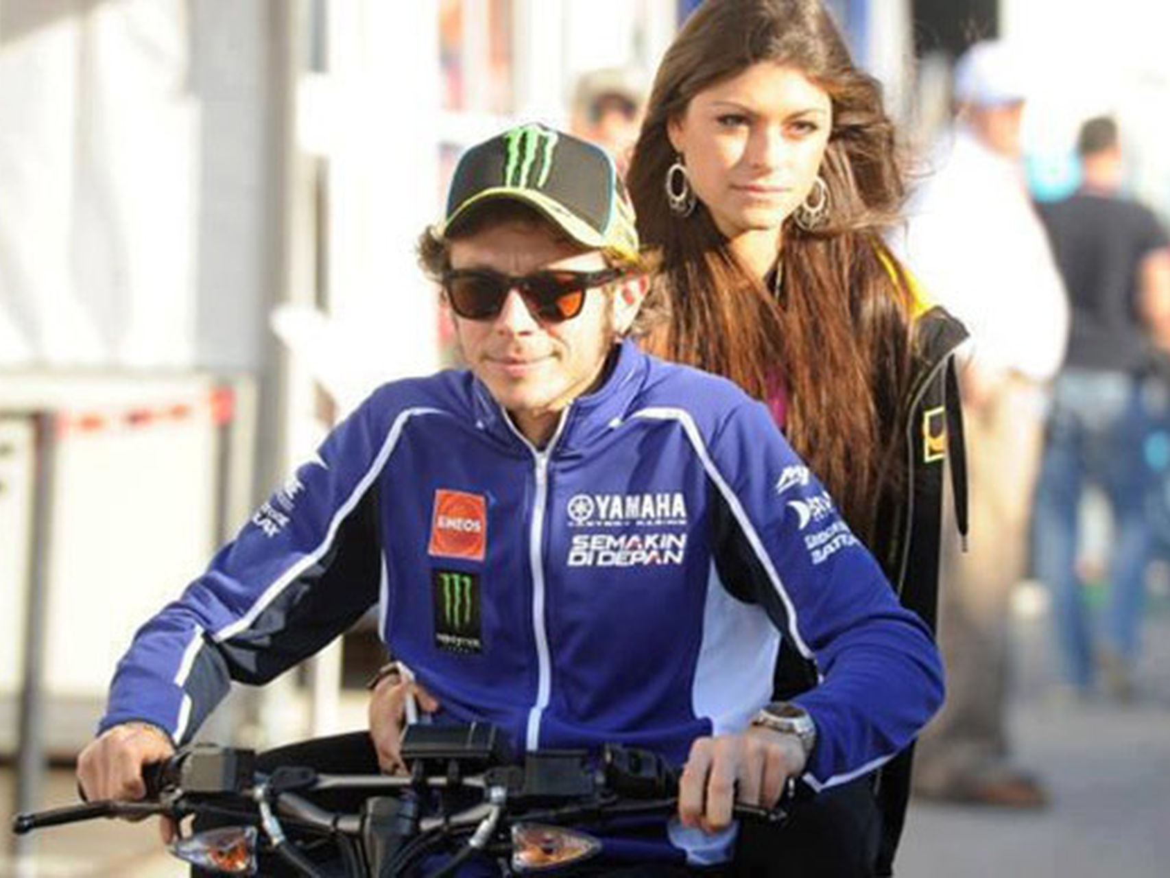 is-valentino-rossi-gay