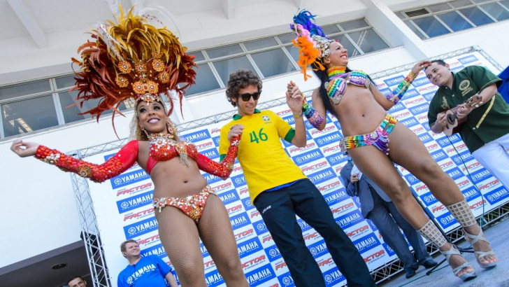 Valentino Rossi and the Beautiful Brazilian Dancers - autoevolution