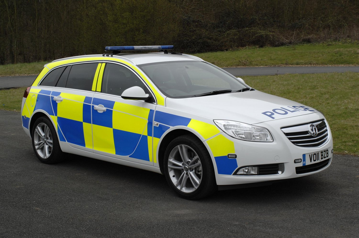 vauxhall insignia police car flexes its muscles for french. Black Bedroom Furniture Sets. Home Design Ideas
