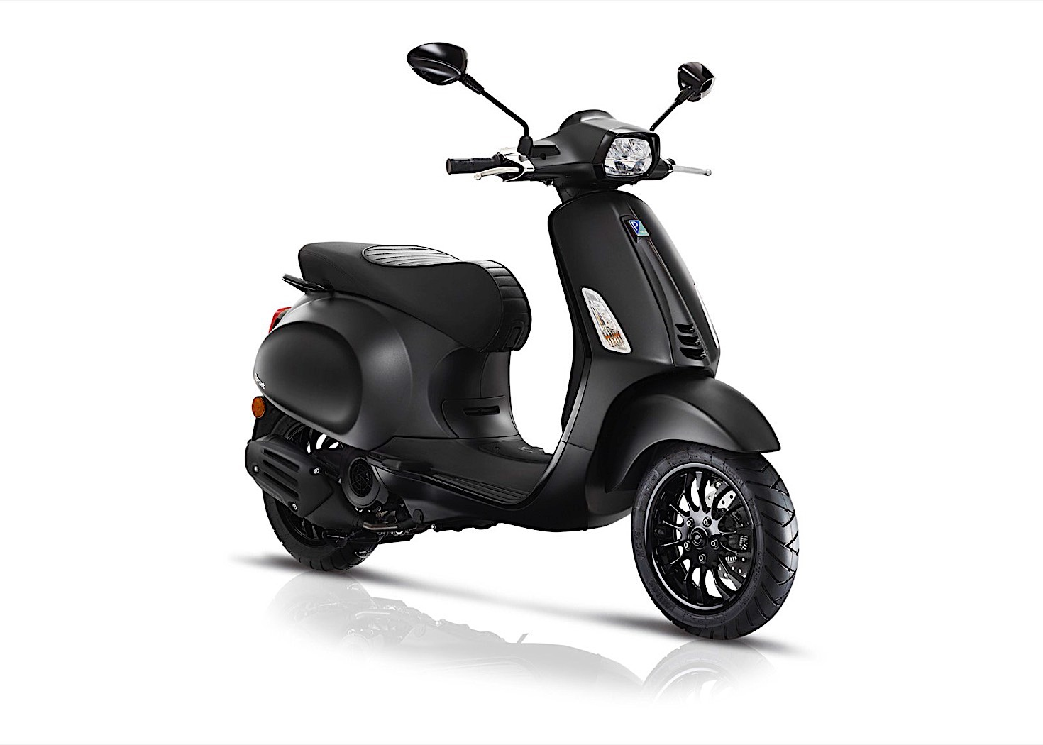 Vespa Launches Anniversary Editions For Primavera Yacht Club And