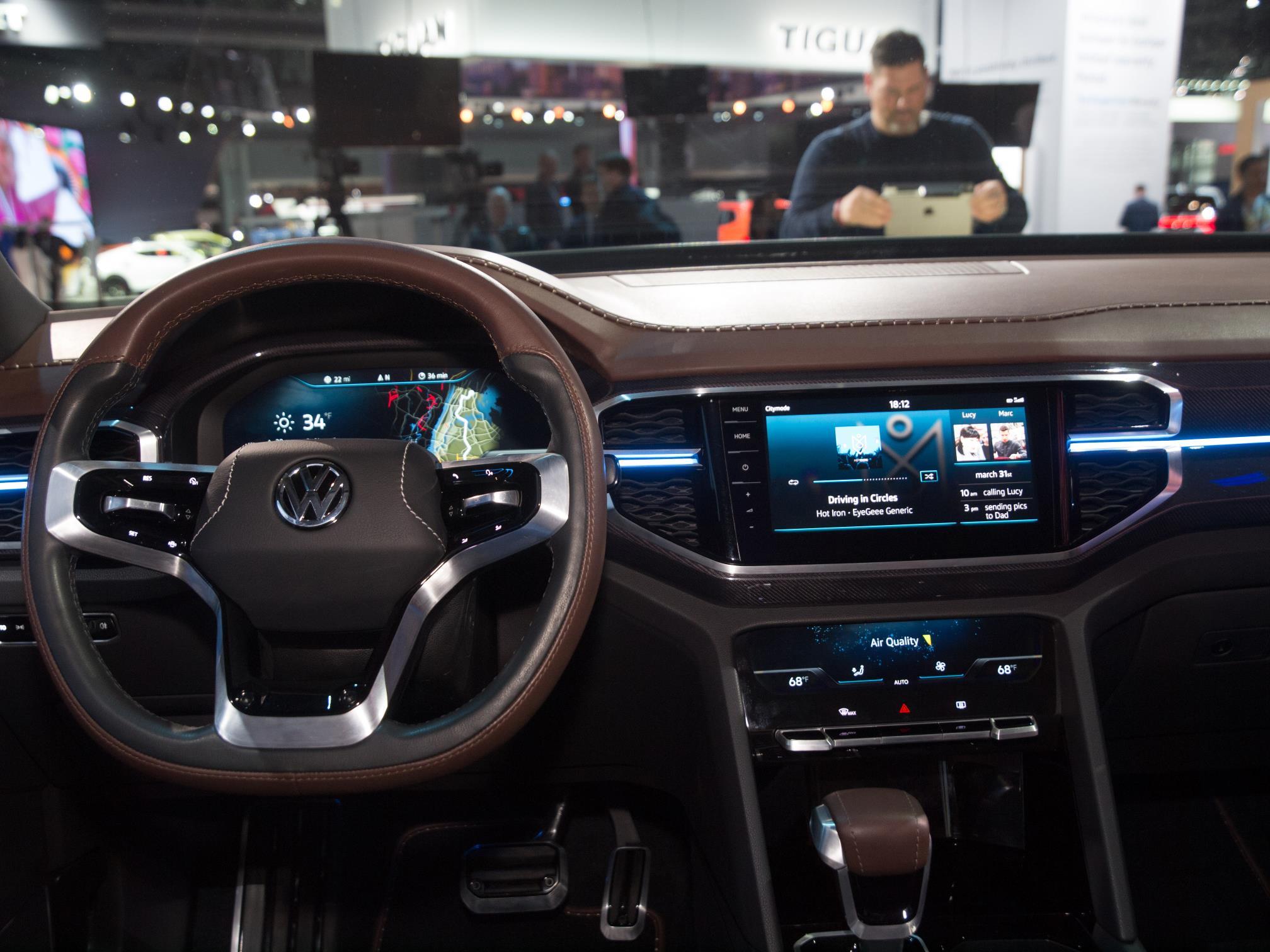 Vw Atlas Interior >> Volkswagen Atlas Tanoak Pickup Shows Cool Design Details