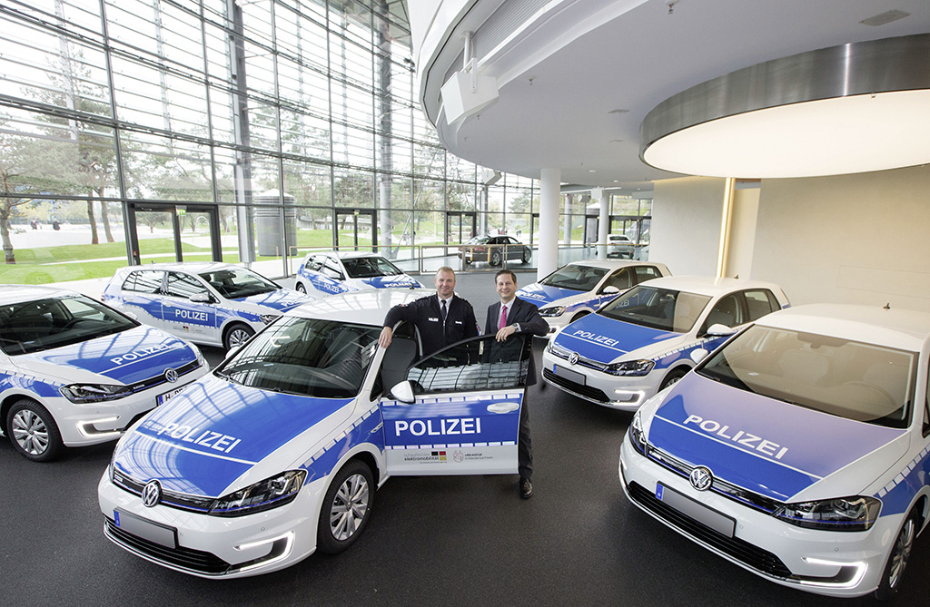 Volkswagen Gives Seven e-Golf Models to Lower Saxony Police - autoevolution