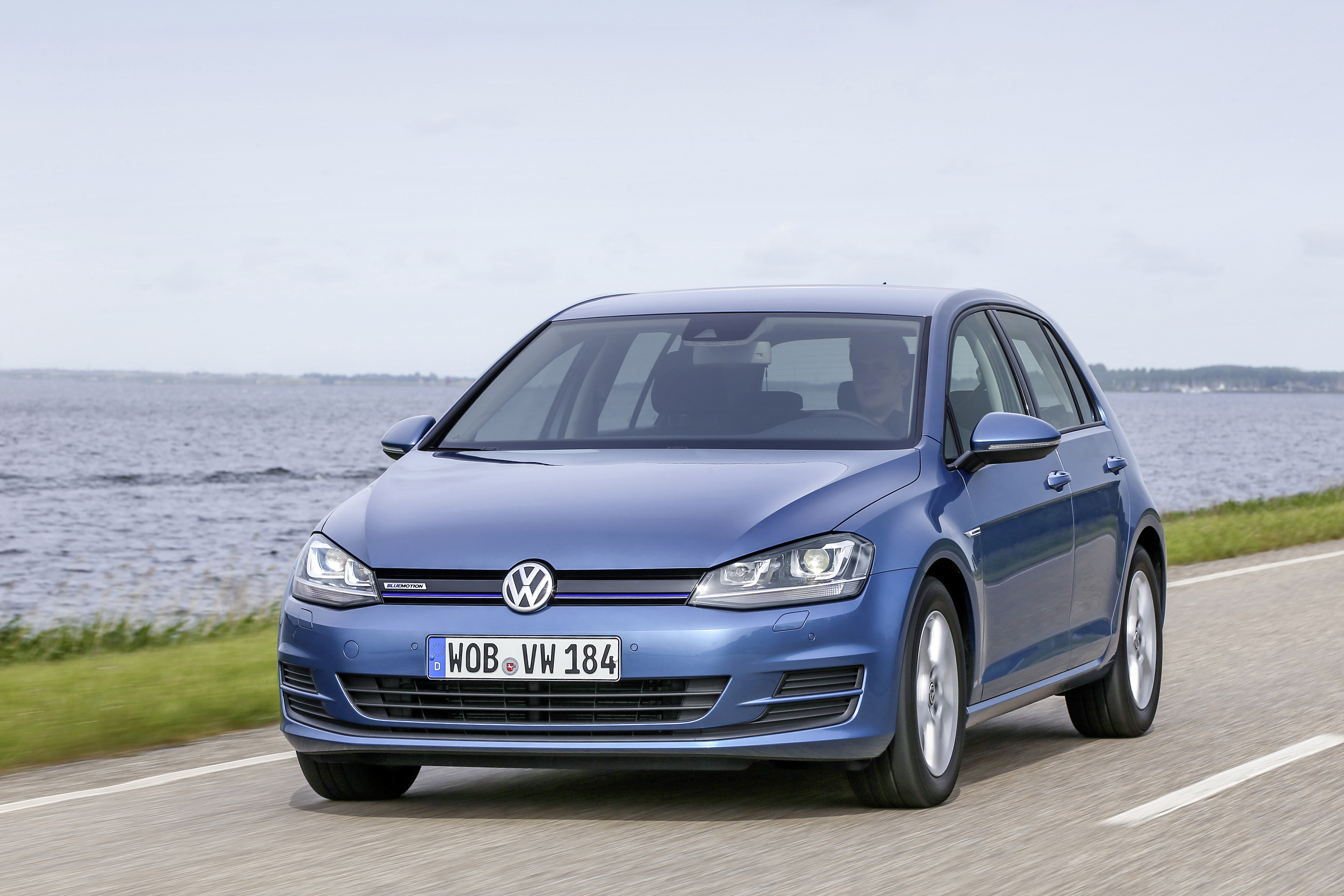 volkswagen golf 7 39 s facelift expected to be launched this. Black Bedroom Furniture Sets. Home Design Ideas