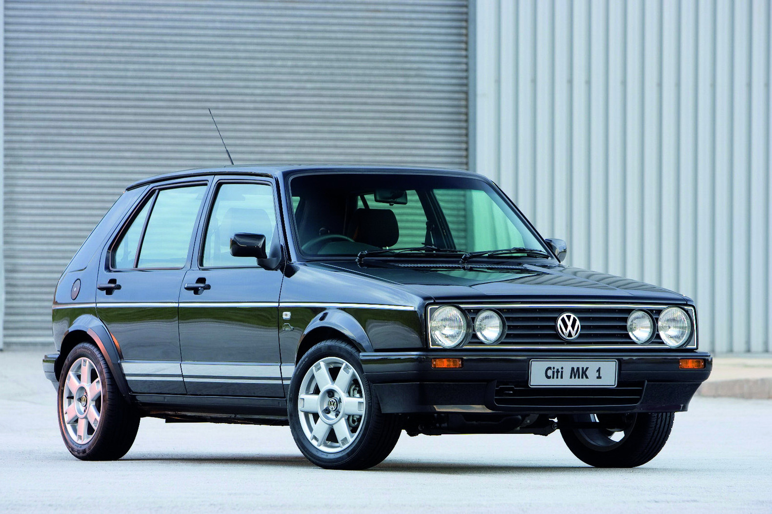volkswagen golf mk1 gets off the production line autoevolution. Black Bedroom Furniture Sets. Home Design Ideas