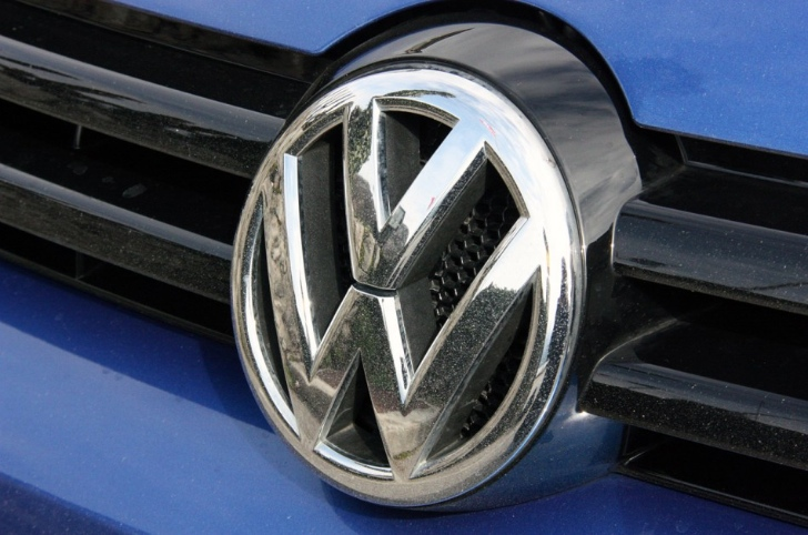 Volkswagen to Unveil Golf Plug-In Hybrid in Geneva