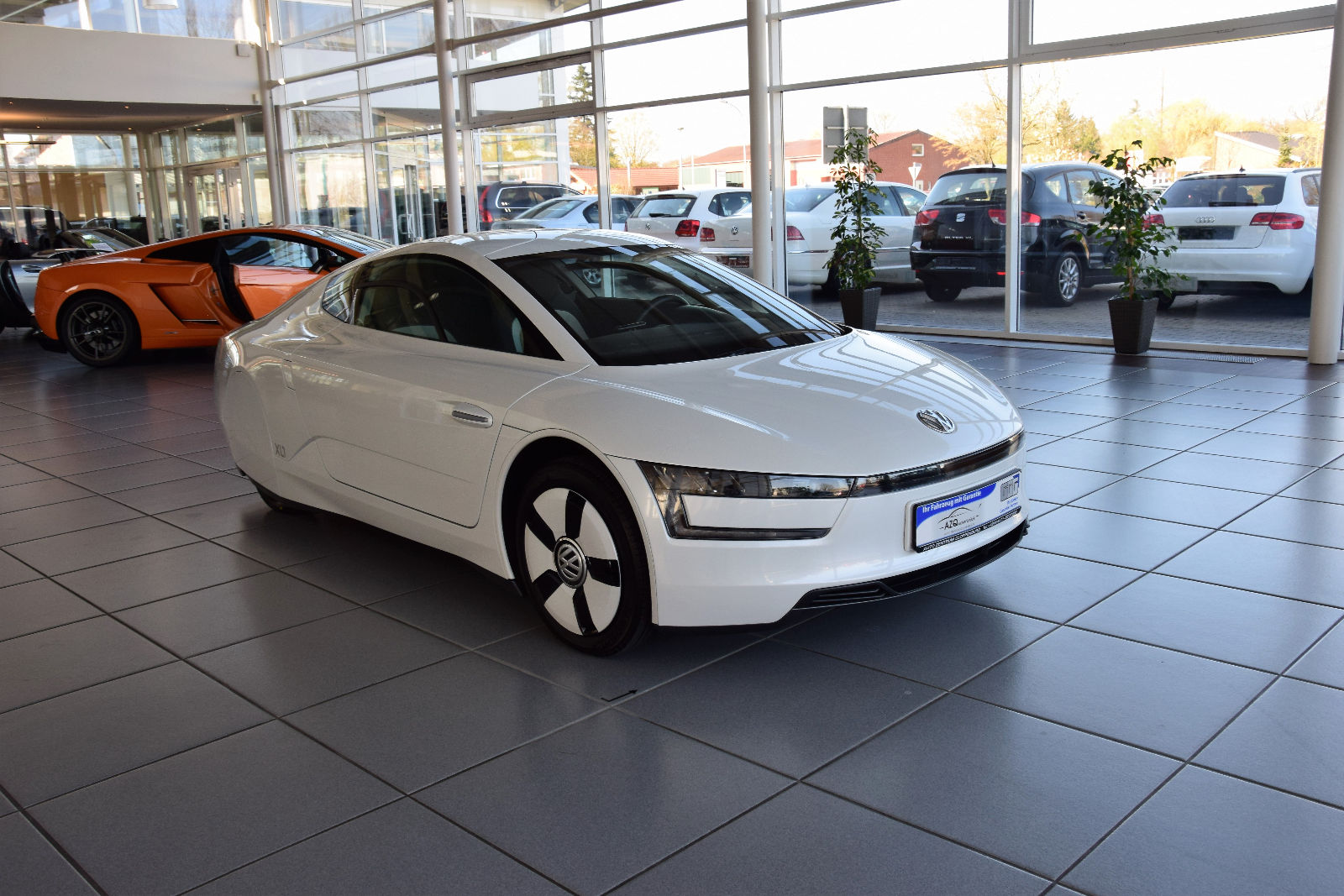 volkswagen xl1 for sale would you pay 120 000 for 48 hp autoevolution. Black Bedroom Furniture Sets. Home Design Ideas