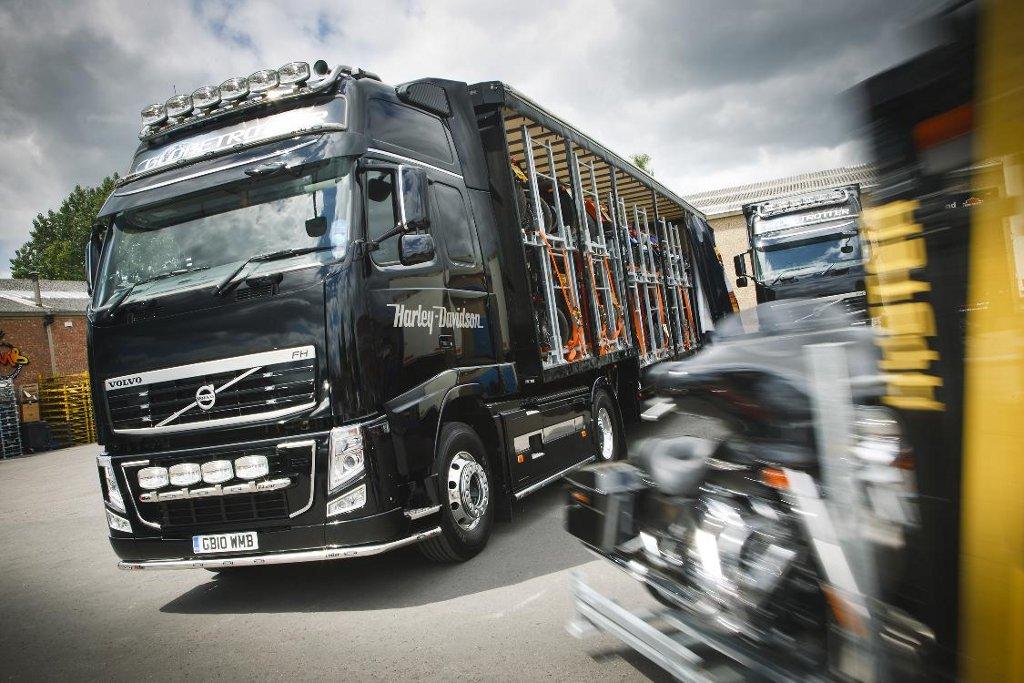Volvo FH Trucks Transport Exotic Harleys - autoevolution