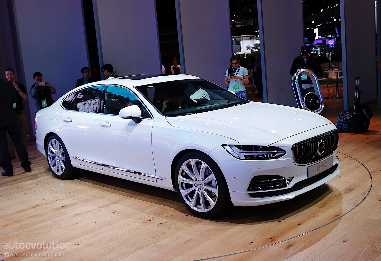 Plug In Hybrid Cars >> Volvo Launches Its S90 Flagship Sedan at 2016 Detroit Auto Show - autoevolution