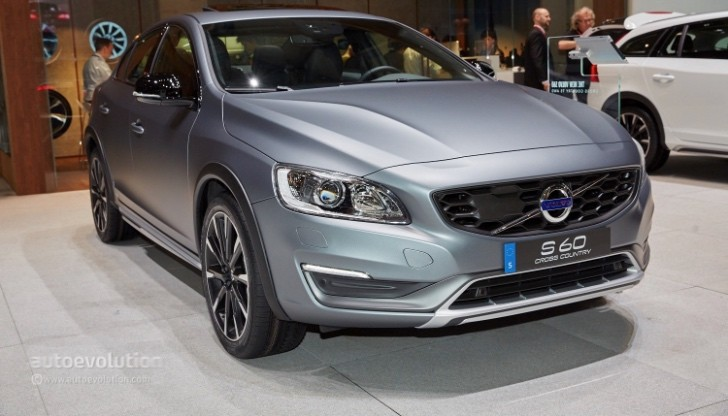 volvo s60 cross country makes european debut in geneva autoevolution. Black Bedroom Furniture Sets. Home Design Ideas