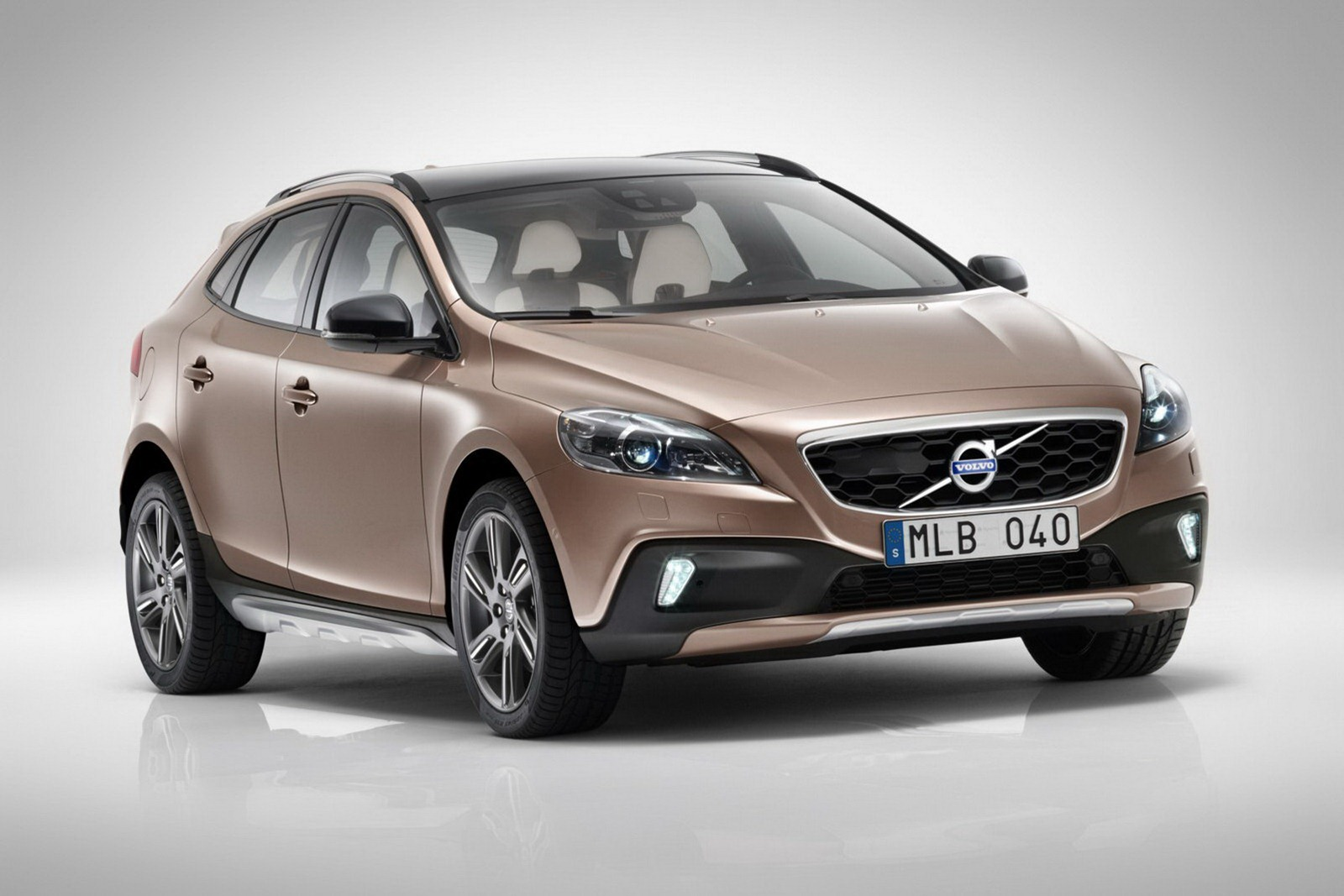 volvo shows off new v40 cross country ahead of paris. Black Bedroom Furniture Sets. Home Design Ideas