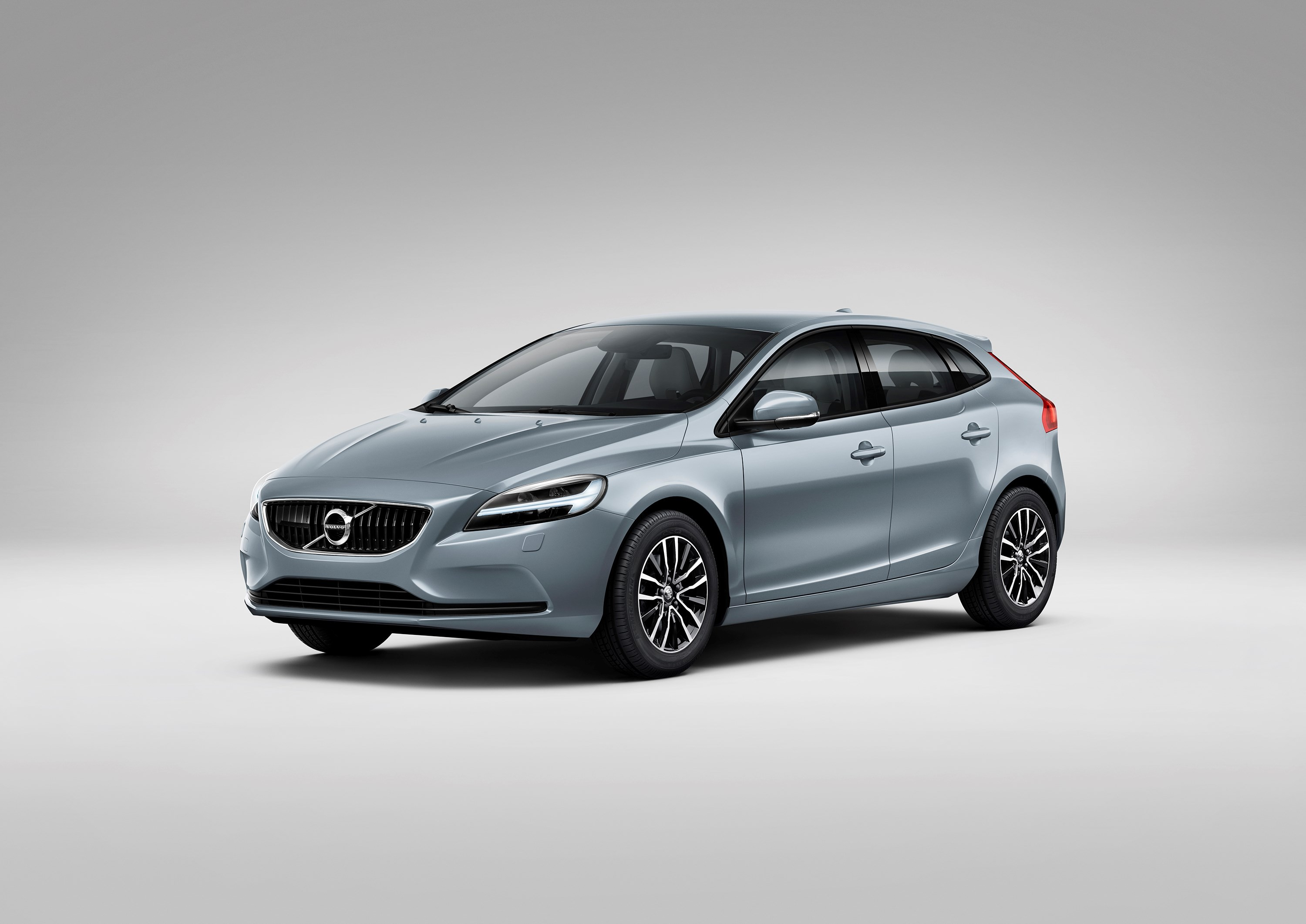volvo testing twin clutch gearbox in v40 1 5 turbo confirmed for 60 series autoevolution. Black Bedroom Furniture Sets. Home Design Ideas