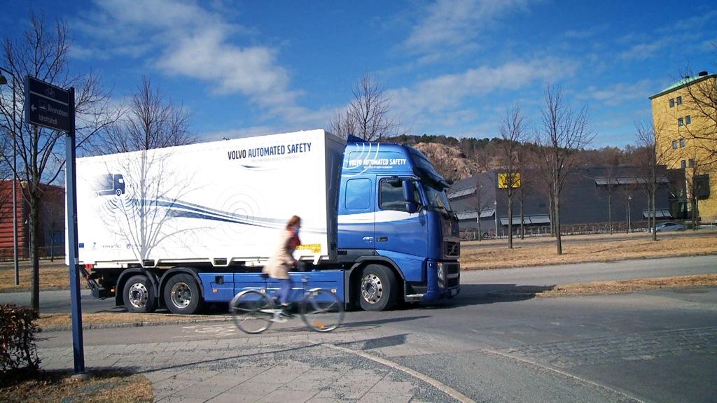 Volvo Trucks Works to Solve Right-Turn Blind Spot Problem