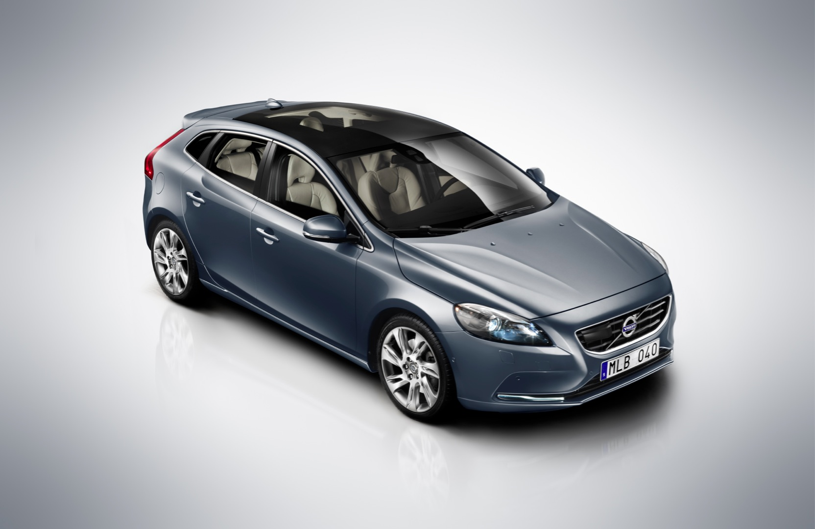 Volvo V40 and V40 Cross Country to Debut in India - autoevolution