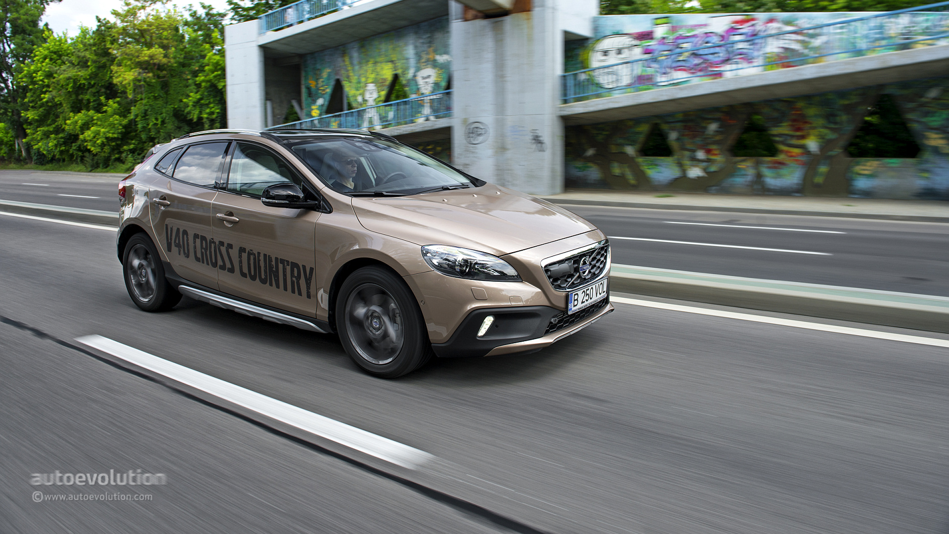 volvo v40 cross country goes on sale in australia autoevolution. Black Bedroom Furniture Sets. Home Design Ideas