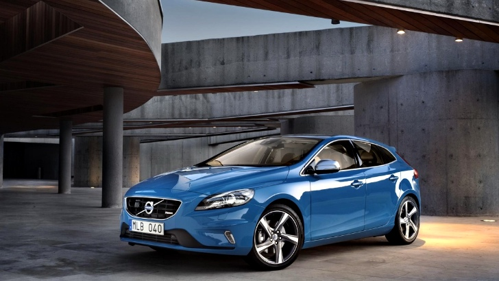 volvo v40 r design and cross country get uk pricing autoevolution. Black Bedroom Furniture Sets. Home Design Ideas