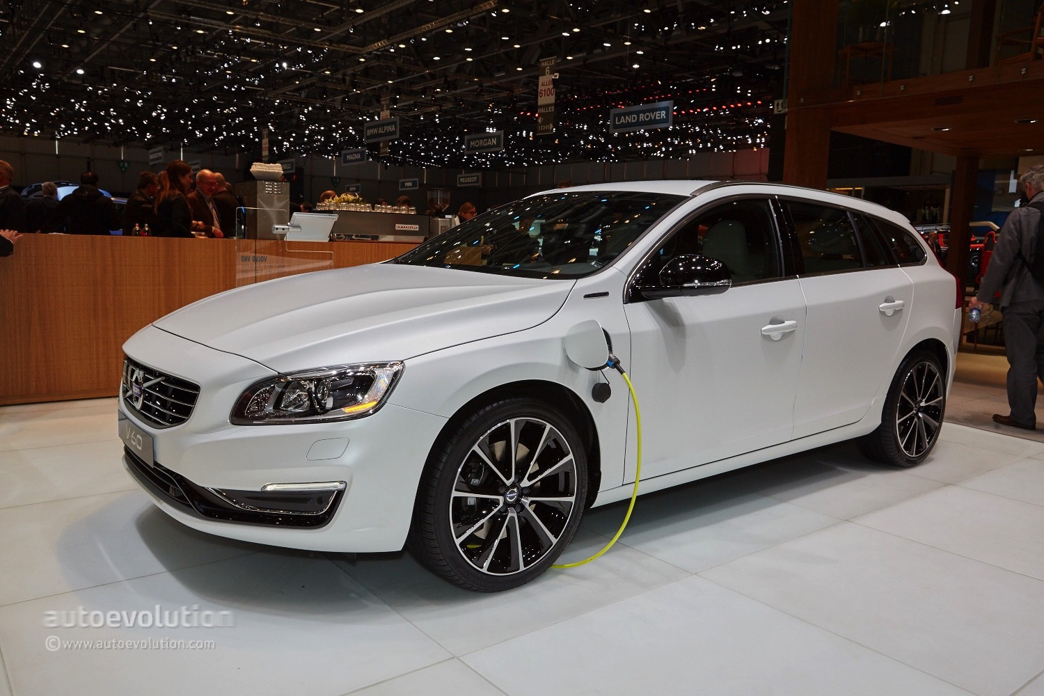 geneva 2015 volvo v60 d5 twin engine is not your average turbo diesel phev autoevolution. Black Bedroom Furniture Sets. Home Design Ideas
