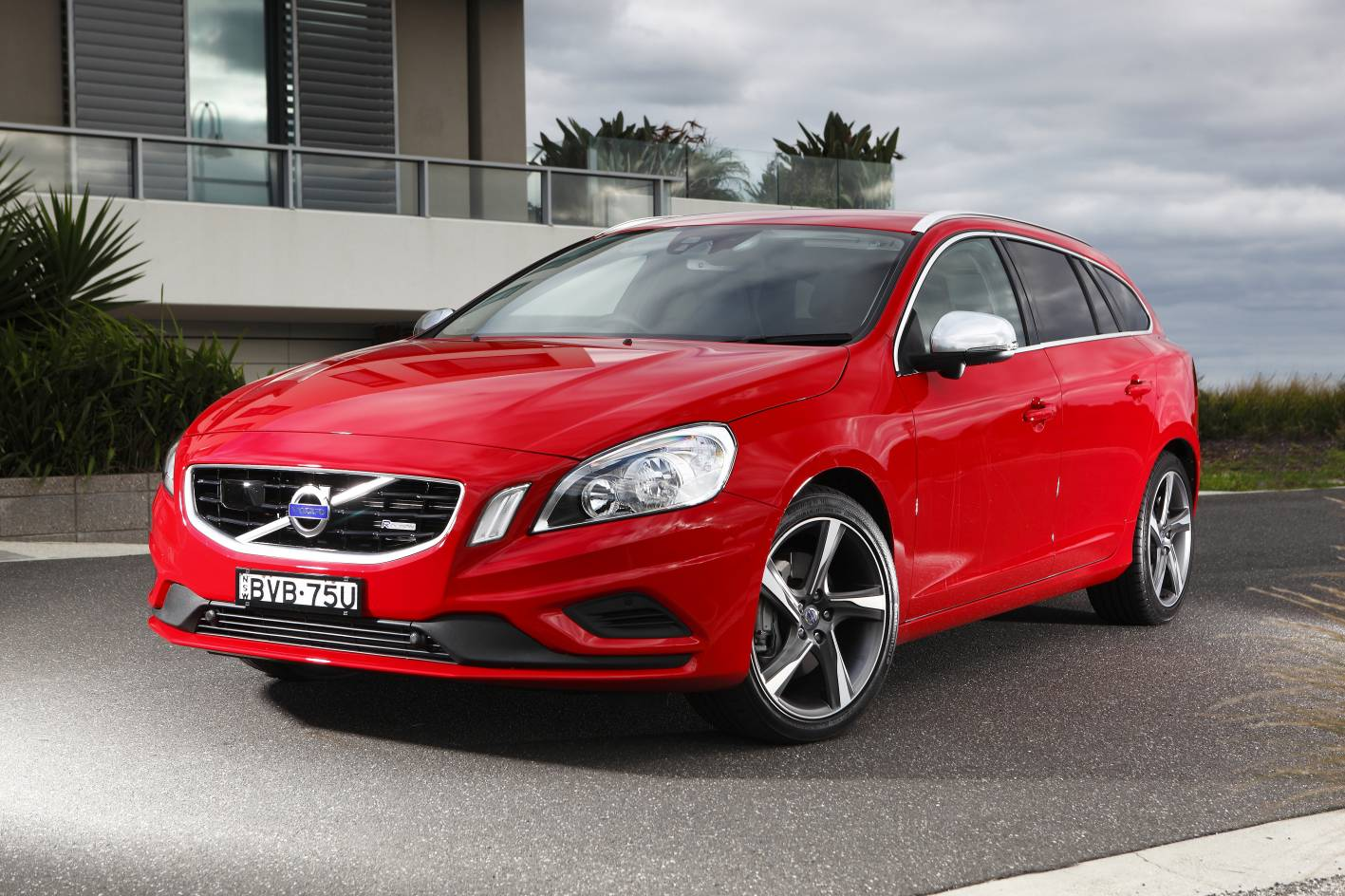 volvo v60 outbrakes rivals in adac test autoevolution. Black Bedroom Furniture Sets. Home Design Ideas