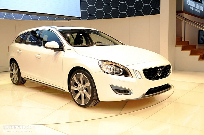 volvo v60 plug in hybrid coming to america as gasoline powered version autoevolution. Black Bedroom Furniture Sets. Home Design Ideas