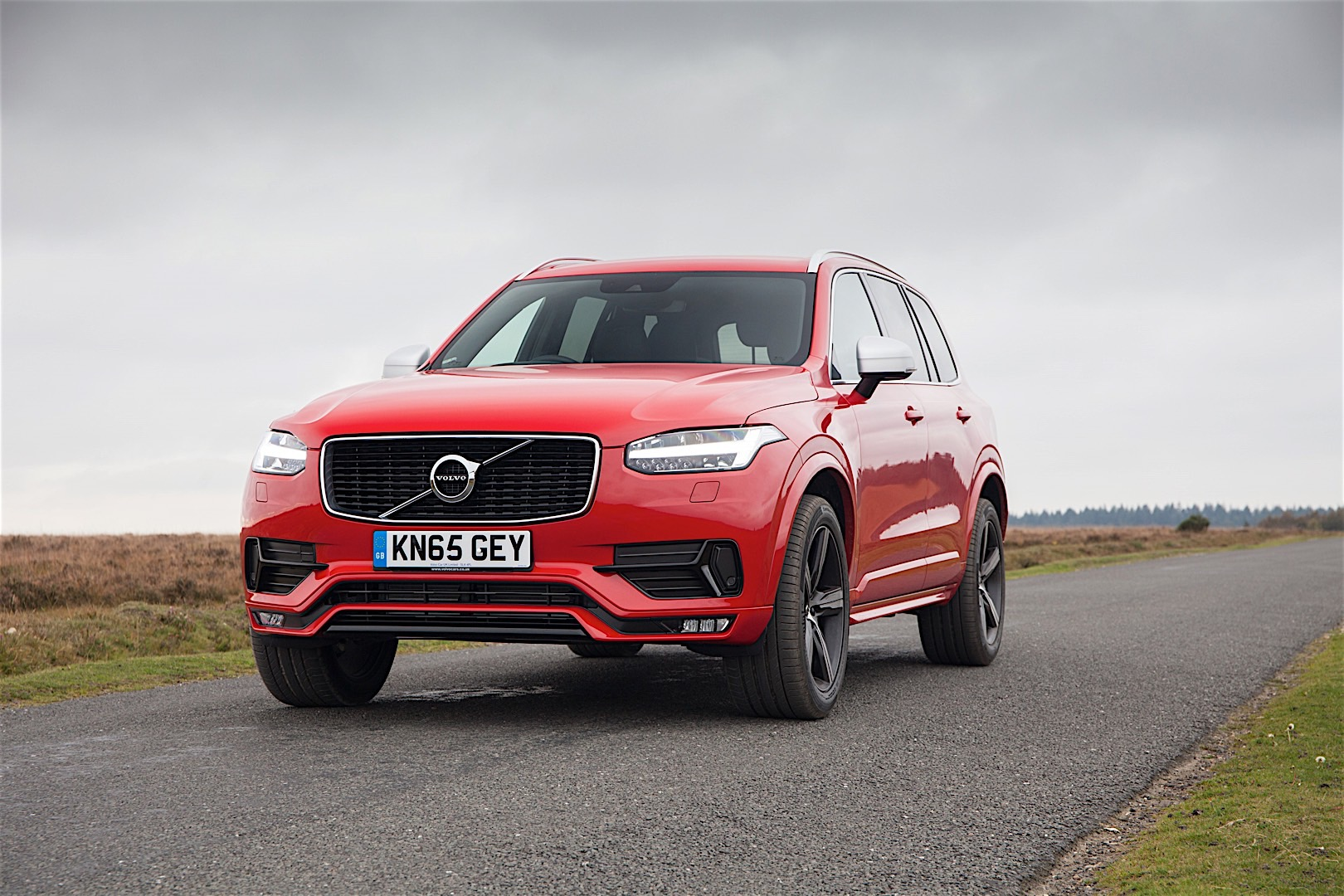 volvo xc90 r design available in the uk sportiest volvo. Black Bedroom Furniture Sets. Home Design Ideas