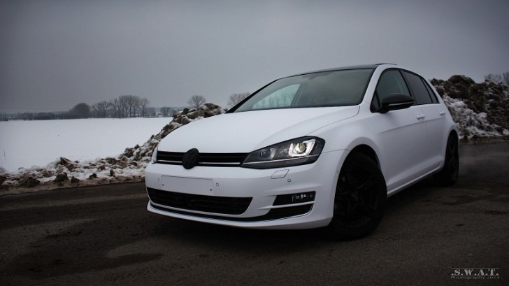 VW Golf 7 Wrapped in Matte White [Video]