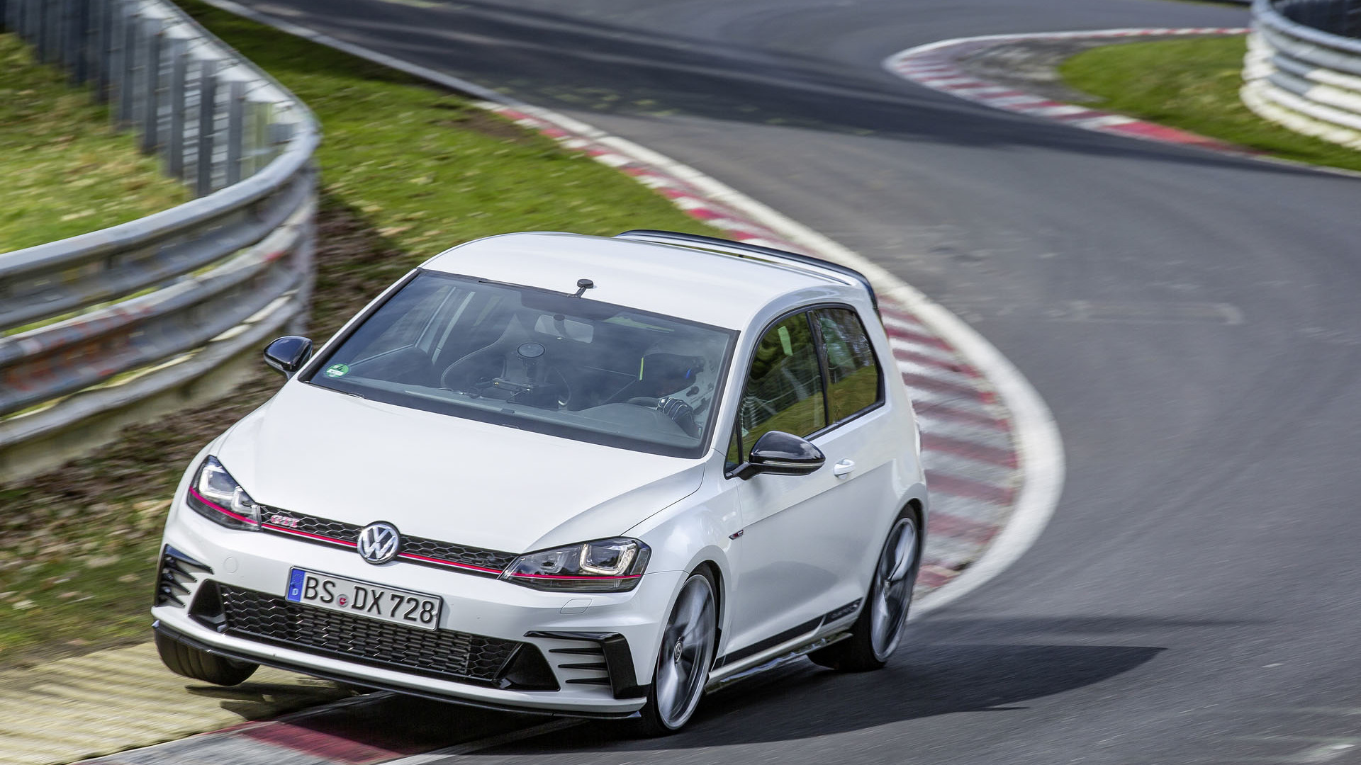 Vw Golf Gti Clubsport S Revealed Sets New Nurburgring Fwd