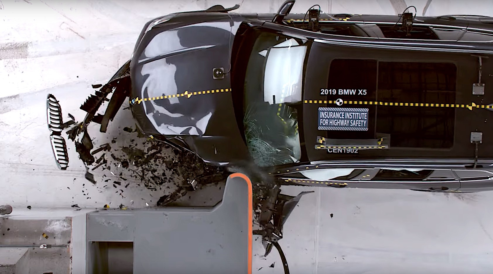 Watch A 2019 Bmw X5 Kidney Grille Glide Away Intact During Iihs