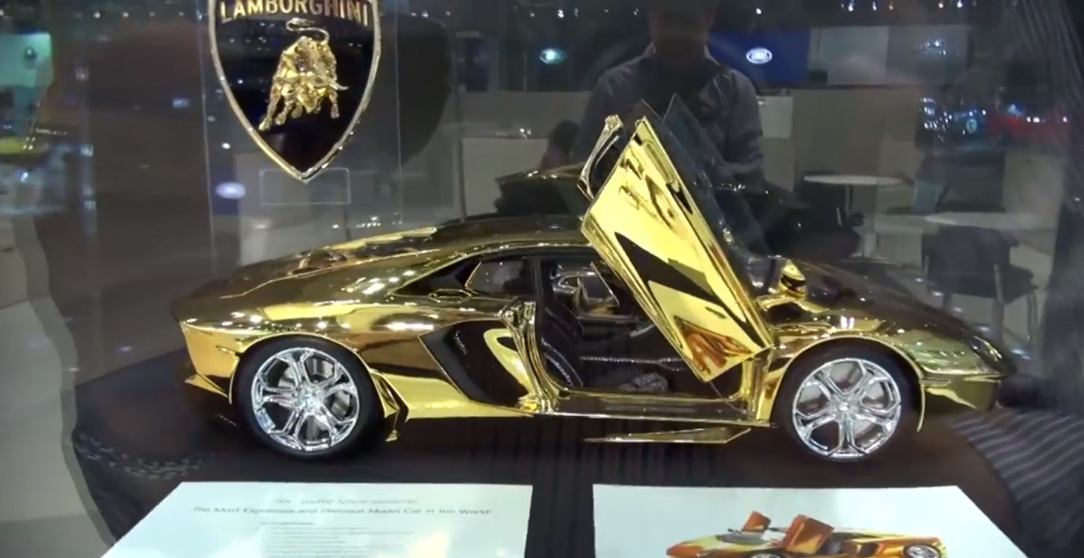 Watch A 350 000 Gold And Platinum Aventador Scale Model In Dubai Autoevolution
