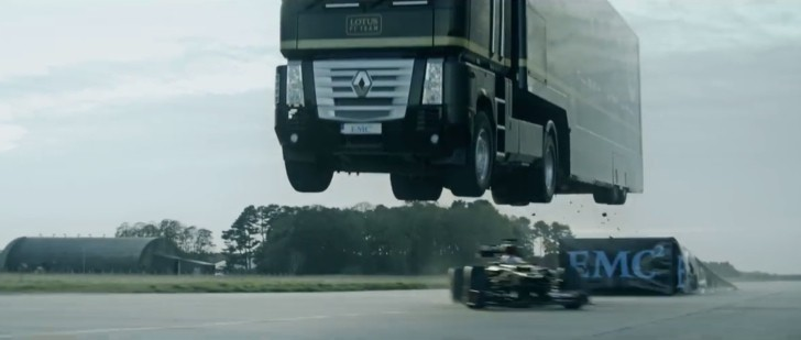 Watch a Renault Truck with Trailer Jump a Speeding Lotus F1 Car: World Record - autoevolution
