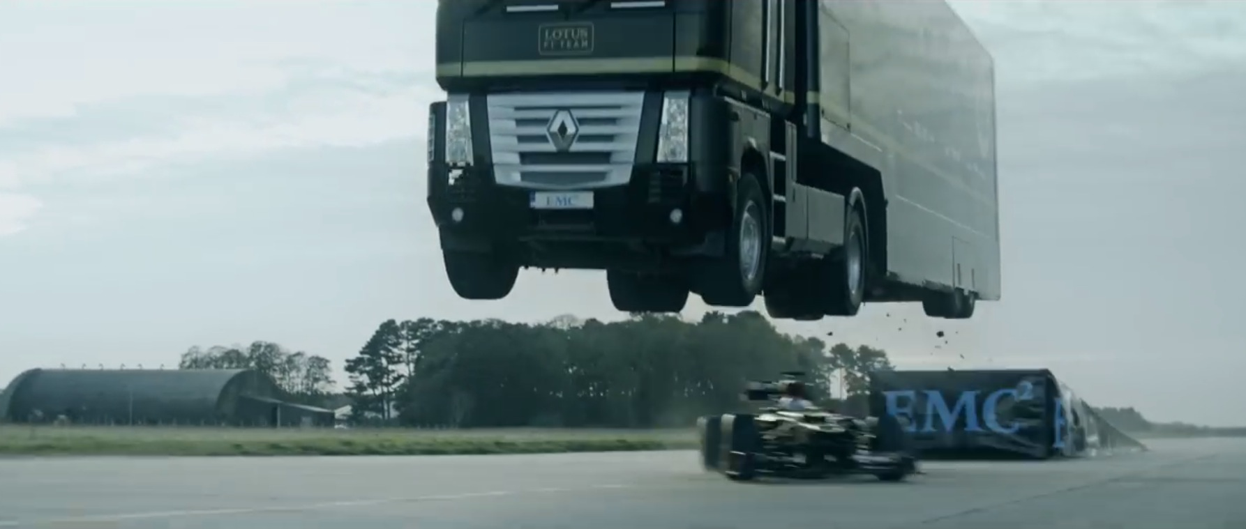 Ramp For Car >> Watch a Renault Truck with Trailer Jump a Speeding Lotus F1 Car: World Record - autoevolution