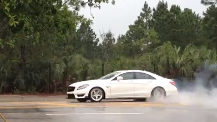 Watch a Renntech Mercedes CLS63 AMG Go Crazy on Donuts [Video]
