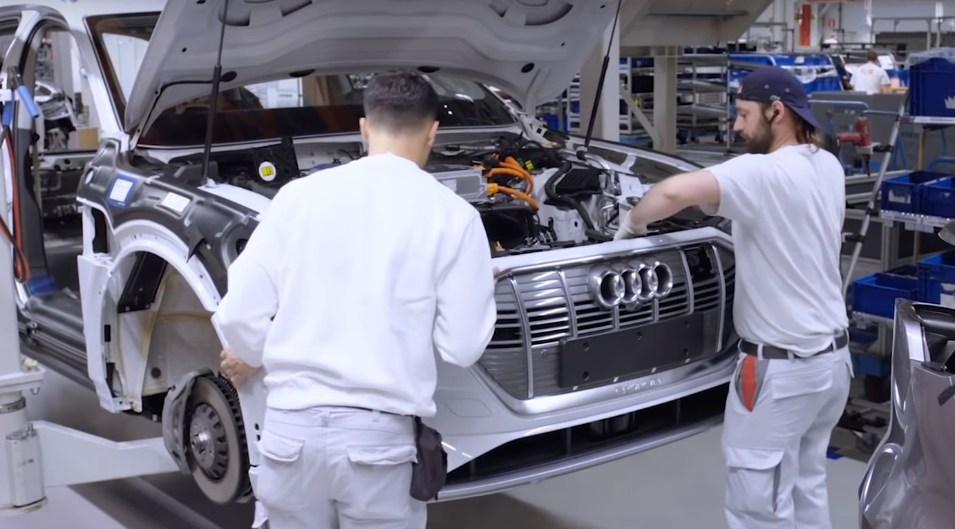 Watch How The Audi E Tron Is Made Autoevolution