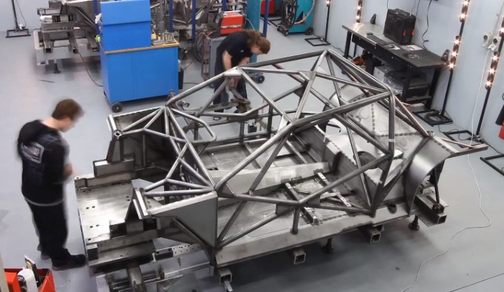 Watch Nissan Build its V8 Supercar Altima [Video]