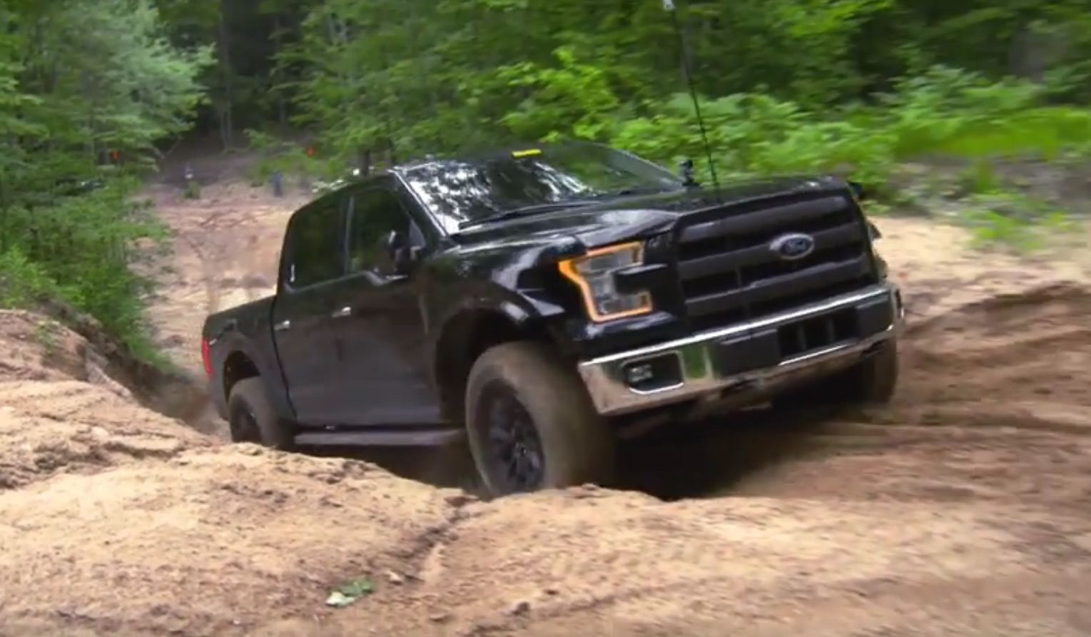 F150 Off Road >> Watch The 2017 Ford F 150 Raptor Stretch Its Legs On A